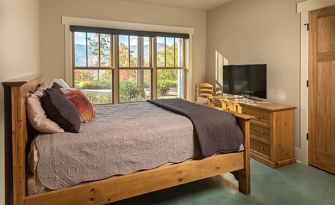 black-mtn-sanctuary-bedroom2-sineath
