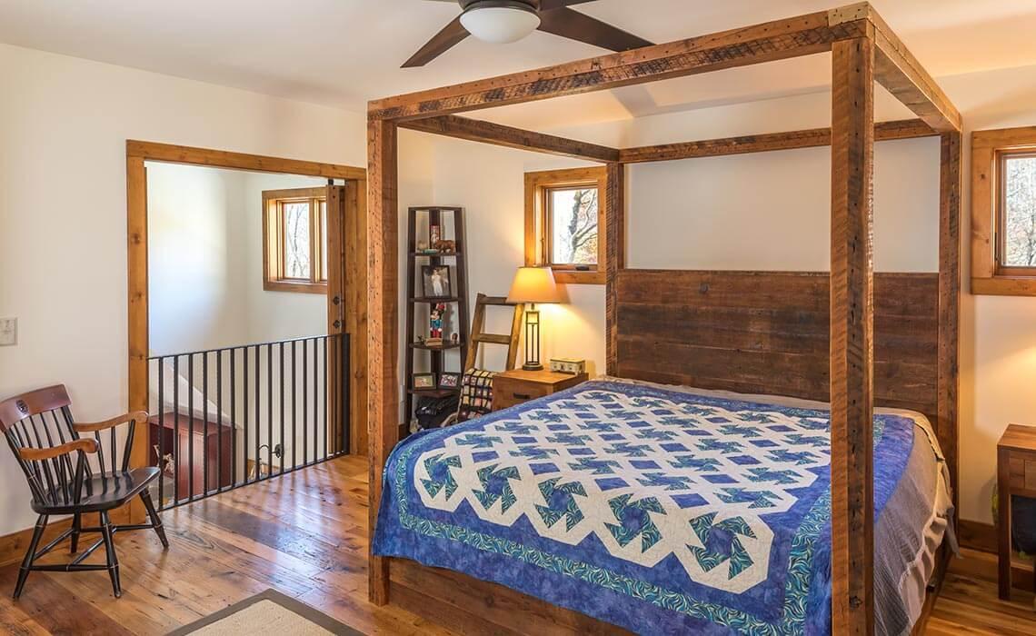 cabin-woods-bedroom-sineath