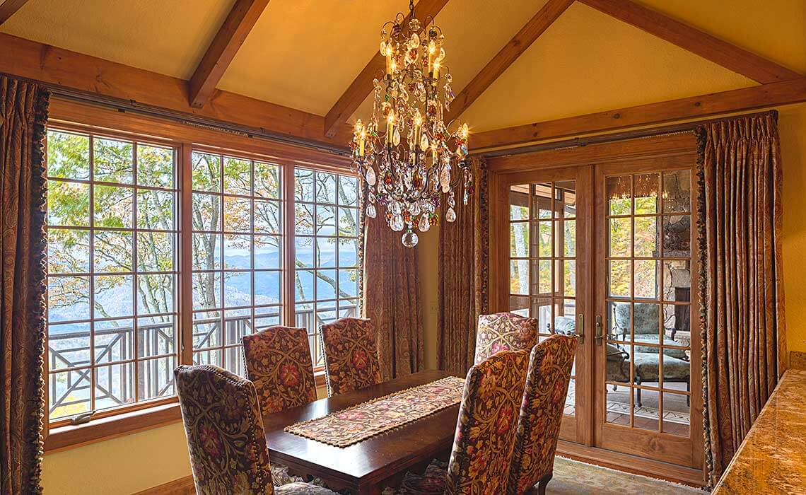 stately-mtn-cottage-dining-room-sineath
