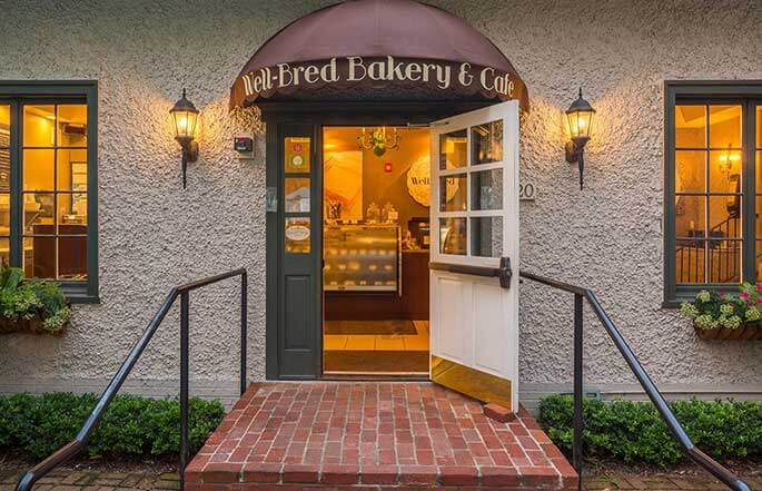 685-a-staple-bakery-front-sineath