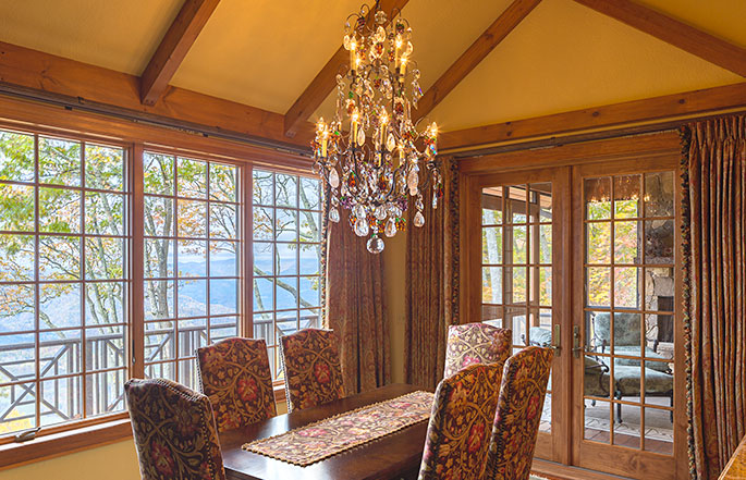 685-stately-mtn-cottage-dining-room-sineath