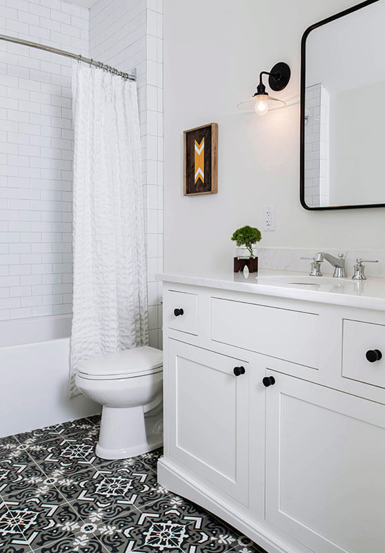 modern-farmhouse-bathroom-sineath-v